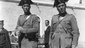 CRIATURAS DE OTRA DIMENSION - Página 6 Agentes-guardia-civil-ano_tinima20110915_0997_3-foto-hulton-archive-1937